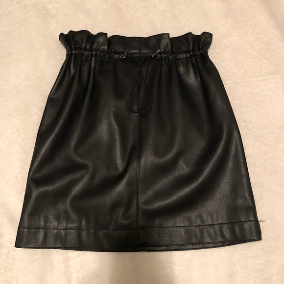 Faux leather H&M skirt 💕